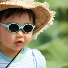 Comment protéger les jeunes enfants du soleil ?